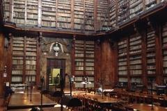 Bibliothek Rundgang im Lesesaal
